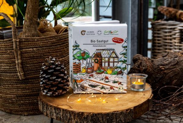 BIO Gemüse-Saatgut Adventskalender auf einem weihnachtlichen Tisch